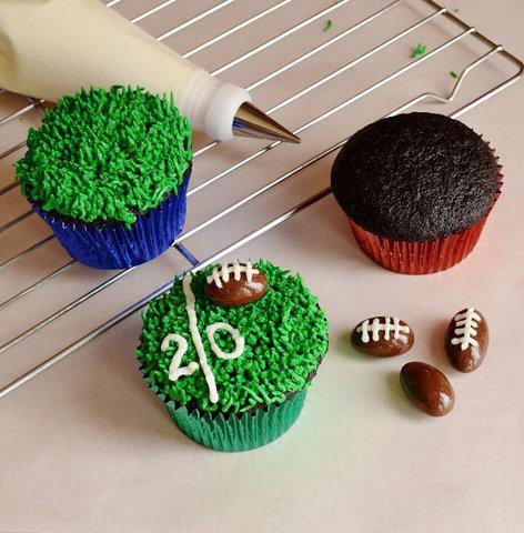 football_cupcakes