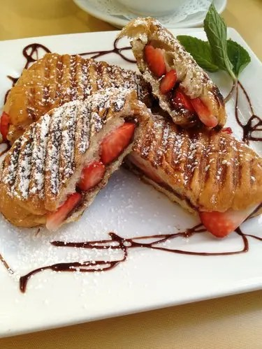 Chocolate_and_Strawberry_Grilled_Croissants