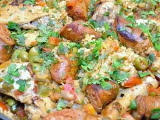Recipe for Arroz con Pollo y Chorizo - Chicken and Rice with Chorizo