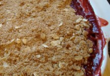 Strawberry Rhubarb Crumble Recipe - Strawberries and rhubarb are summer's best friends. So it makes sense to cook them up together in this quintessential crumble recipe that is perfect for any gathering.