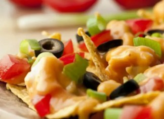 Got the munchies? Here's a solution...cheesy chicken nachos that use canned chicken and prepared picante sauce so they're ready in just 15 minutes.