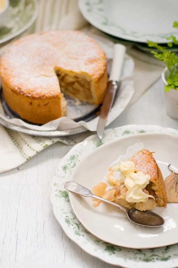 I love baking and thought about an apple pie or an apple crumble but decided to share with you one of my all time favorite apple cake recipes. This Country Apple Cake is a cross between a cake and a pie. It's simple to make and best of all, delicious! #apple #cake #pie #dessert #baking