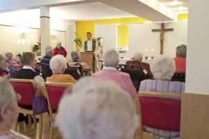 Gottesdienst mit Pfarrer Claus Themann im Altenwohnhaus