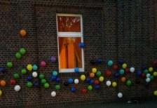 ludger-luftballone-an-pfarrsaal