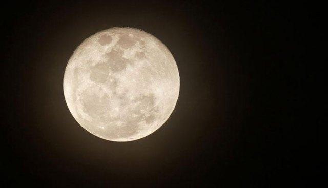 चंद्र ग्रहणादरम्यान जेवलात तर होईल नुकसान कारण...