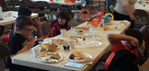 2015-Easter-breakfast-kids-table