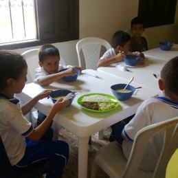 students eating 4
