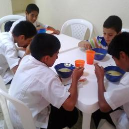 students eating 6