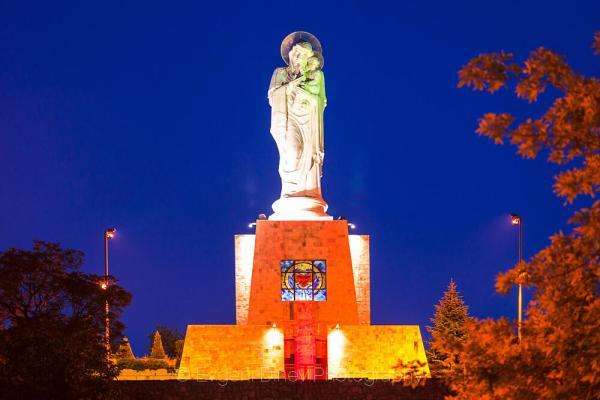 Най-високата статуя на Богородица - Фотобанка