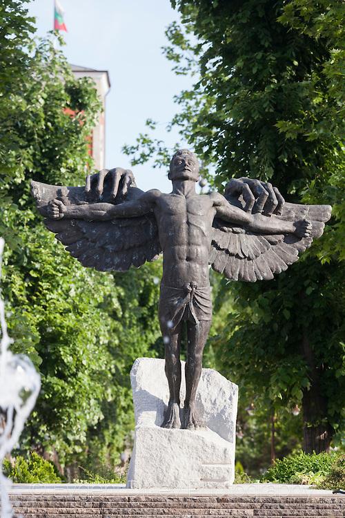Паметник на завистта в Хасково - Фотобанка