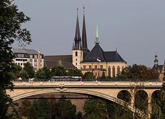 ublic transport bus (Multiplicity) on Pont Adolphe bridge