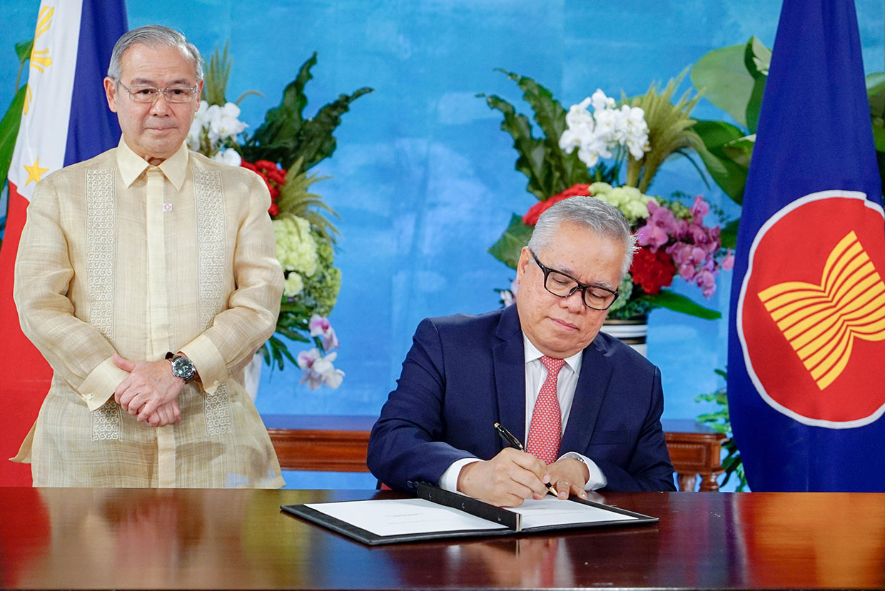 Asia-Pacific Countries Sign Biggest Trade Deal