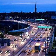 Вечерний город на экскурсии по Стокгольму на машине