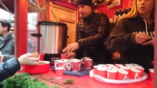 Рождественская_ярмарка_горячий_глинтвейн