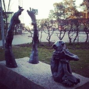 необычная скульптура в Стокгольме
