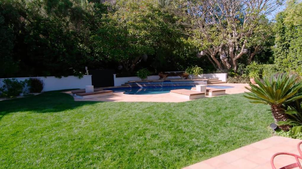 Kendall Jenner Home - Outdoors