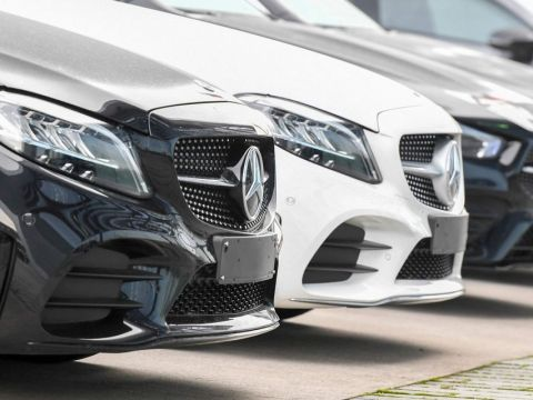Watch out Tesla. This new Mercedes-Benz 'could be a game changer,' says Deutsche Bank.