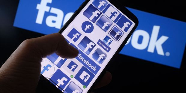 Facebook stock falls as executive highlights impact of Apple's privacy changes