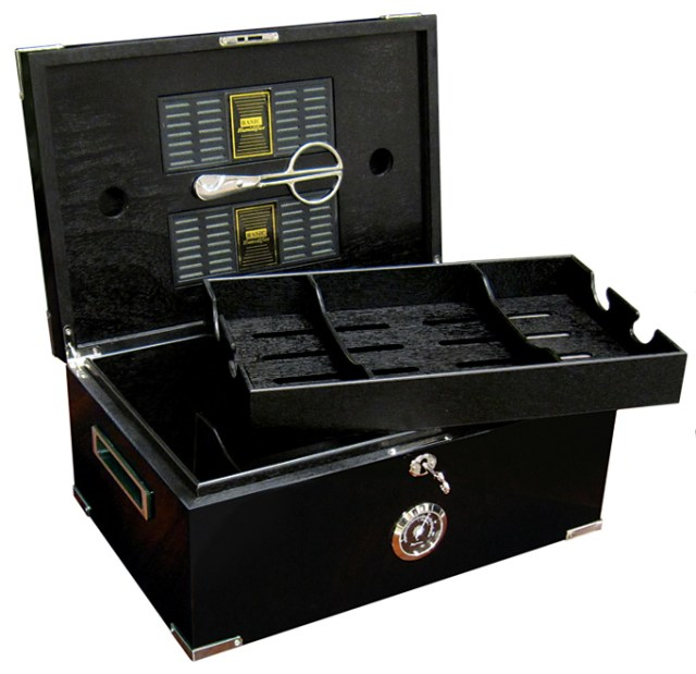 583f3ca972b27-the-dakota-desktop-cigar-humidor-gift-set-6