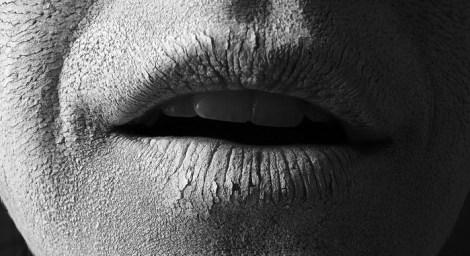 Расскажи пациенту: почему возникает сухость во рту, чем она грозит и что с ней делать