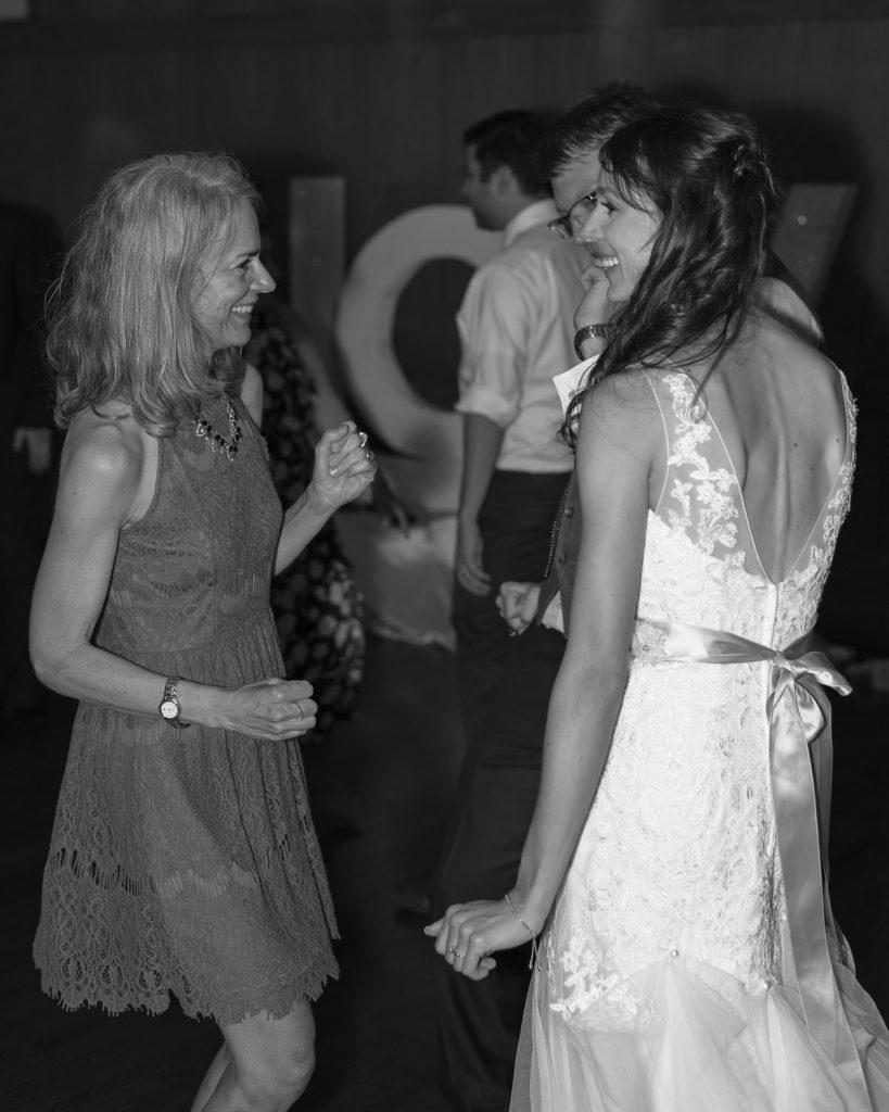 Bride And Groom Dancing Lyon Oaks