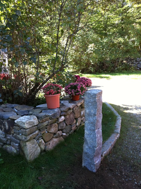 New England Field Stone and Granite Accent Post
