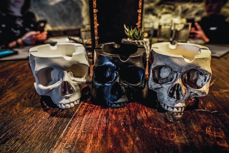 outdoor skull ashtray