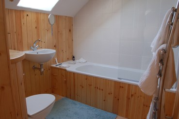 Pembrokeshire Holiday Cottages Harmony Barn en suite bathroom a cosy eco holiday cottage.