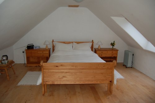 Pembrokeshire Holiday Cottages Sunset double bedroom of this self catering holiday cottage.