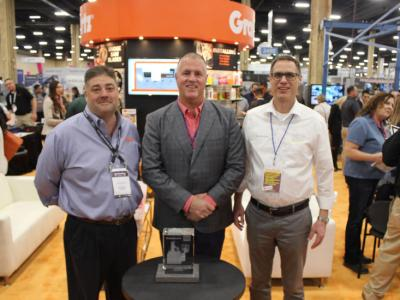 Zoller presents award to GranQuartz at TISE 2020