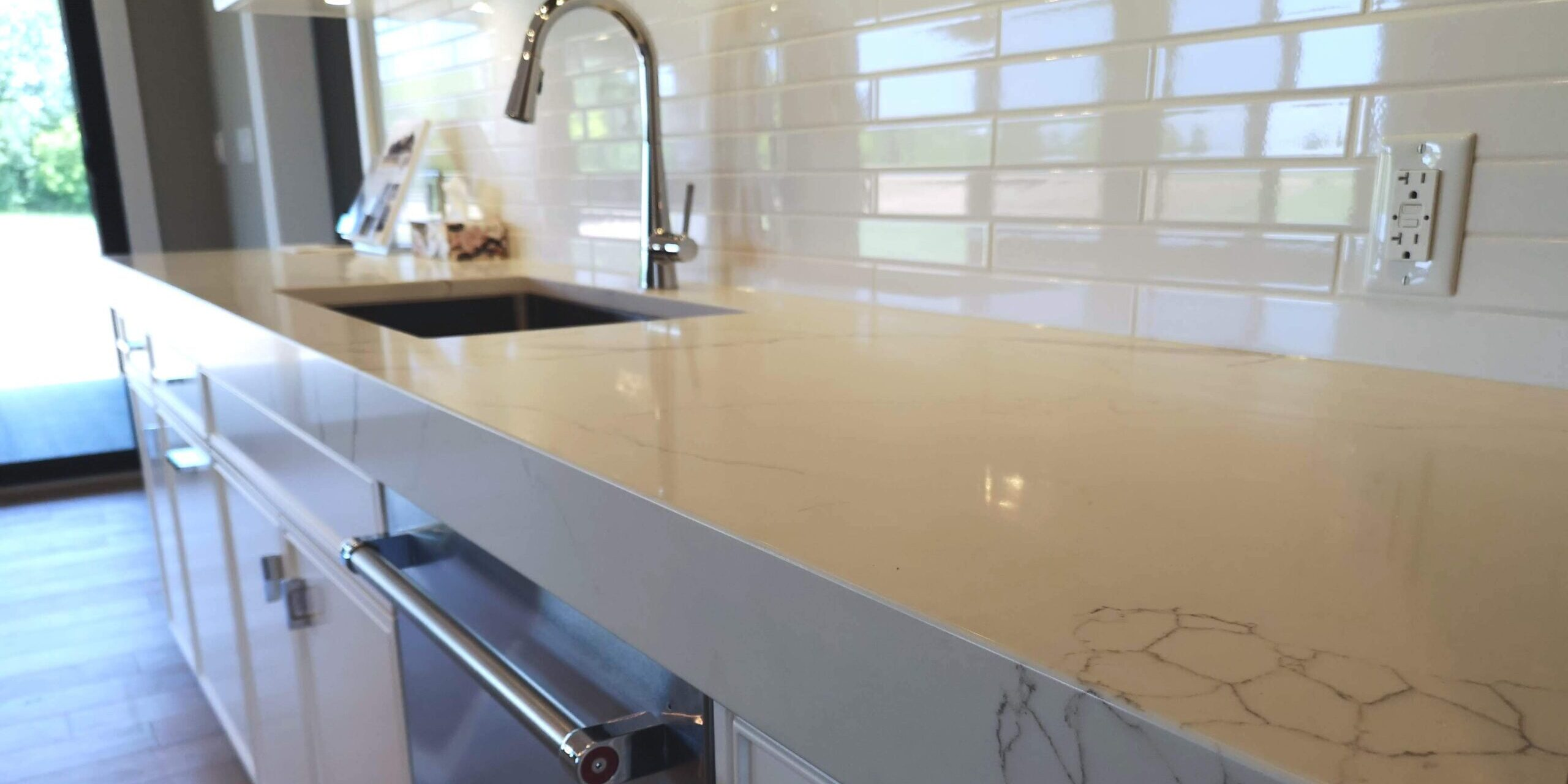 popular countertop and backsplash