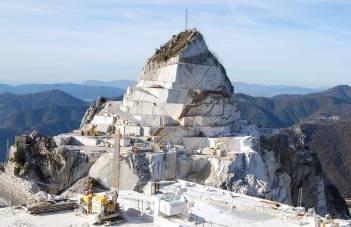 Una cava nella Alpi Apuane