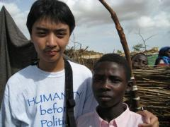 Yuen-Lin with a Darfuri boy