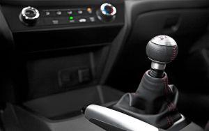 2012-Honda-Civic-Si-sedan-gear-shifter