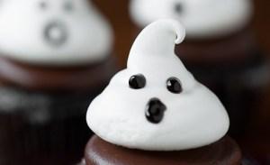 ghost-meringue-cookies-close