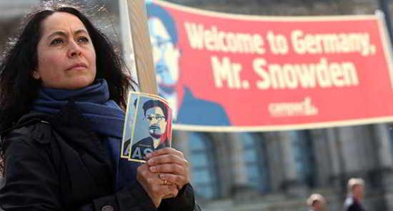 snowden-protest2