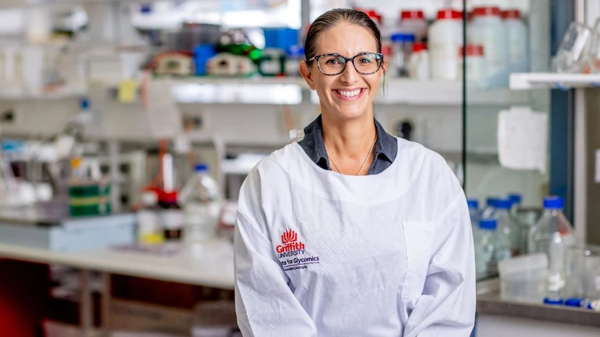 Queensland in 'very criticial moment' in COVID-19 pandemic, virologist warns