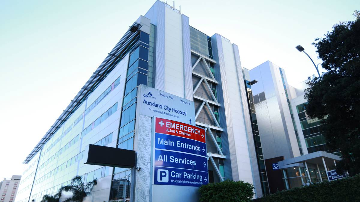 Covid 19 Delta outbreak: Auckland Hospital staff member tests positive
