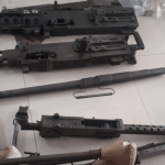 Cae en Lindavista mujer con arsenal de rifles que puede derribar aviones