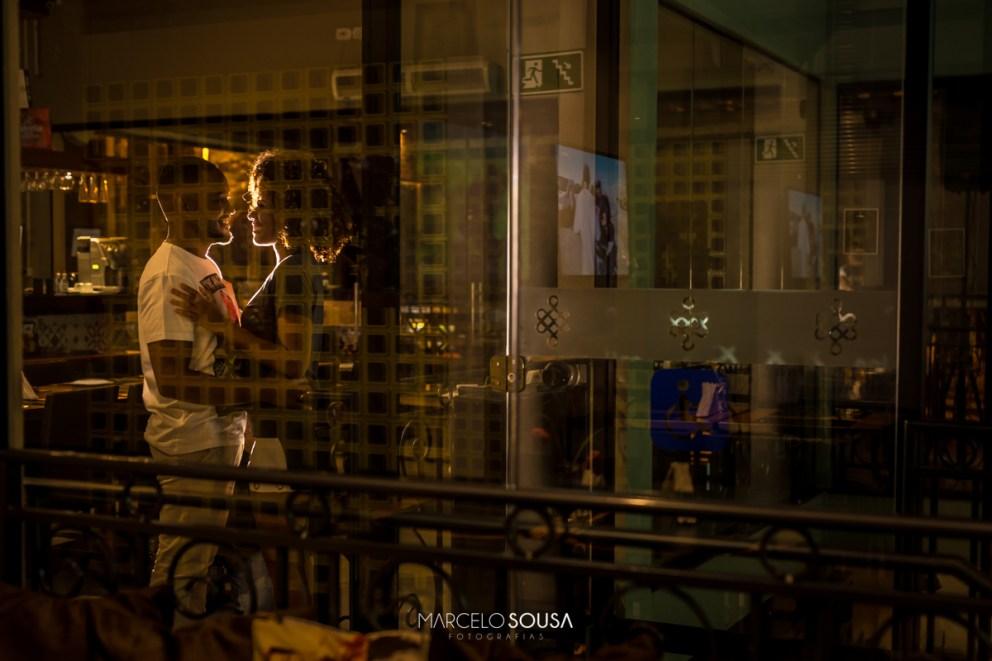 casal no bar calles em Aracaju vidraça