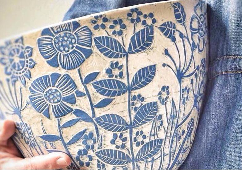 Su piccole quadrotte di ceramica, l'effetto e la decorazione desiderata. Decorazione Ceramica Tecnica Sgraffito Green Project Arte E Cultura Eventi