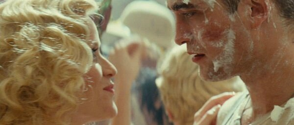 11_film_water_for_elephants_witherspoon_pattinson_pie_fight