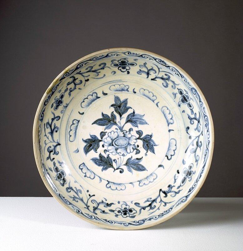 Rare grand plat, Vietnam, dynastie des Lê, 15°-16° siècles