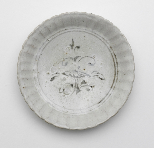 Dish with foliate rim, Vietnam, Trần or Later Lê dynasty, second half 14th-early 15th century