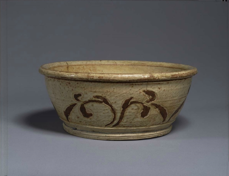 Basin, Vietnam, Trân dynasty (13th – 14th century) Ivory glaze and inlaid-brown vegetal design H