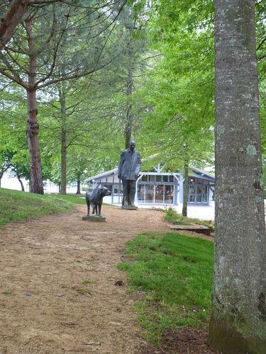 Mémorial F.Mitterrand avec son chien à SOUSTONS