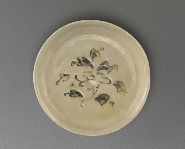 Saucer, Vietnam, Trần or Later Lê dynasty, late 14th-early 15th century