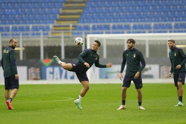 Italy's Giacomo Raspadori, center, controls the ball during a training session ahead of Wednesday's UEFA Nations League semifinal soccer match between Italy and Spain, at the Milan San Siro stadium, Italy, Tuesday, Oct. 5, 2021. (AP Photo/Antonio Calanni)