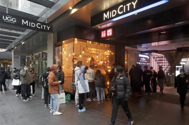 Customers line up to enter a store in the central business district after more than 100 days of lockdown to help contain the COVID-19 outbreak in Sydney, Monday, Oct. 11, 2021. (AP Photo/Rick Rycroft)