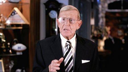 Legendary Former Notre Dame Football Coach Lou Holtz Tests Positive for Coronavirus Plague